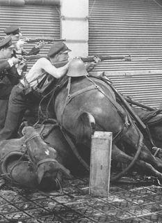 Guardias de asalto - caballo by Agustín Centelles