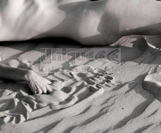 NuDe DuNe 086 by Irit Shemly-Taiber