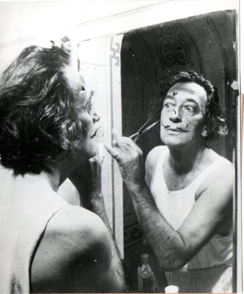 Salvador dali moustache miroir original art by salvador for Autoportrait miroir
