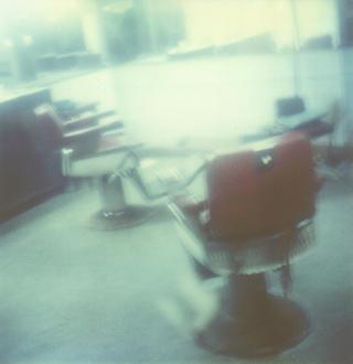 Hairdresser at La Habana (from the Derramando la Vista Series) by Samuel Del Amor