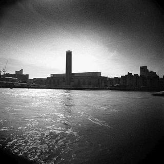 Thames 1 (Tate Modern, London) by Bill Peronneau